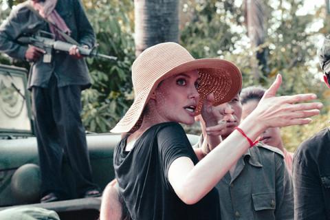 """Phim của Angelina Jolie và """"Cha cõng con"""" bị loại khỏi Oscar 2018"""