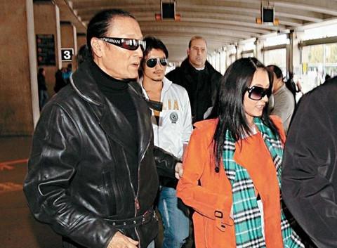 Cha Tạ Đình Phong để lại toàn bộ tài sản cho Trương Bá Chi và hai cháu
