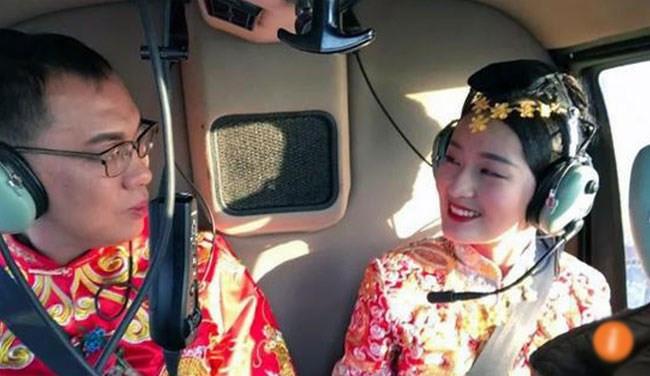 """Chú rể Trung Quốc """"chơi trội"""" thuê trực thăng đón dâu"""
