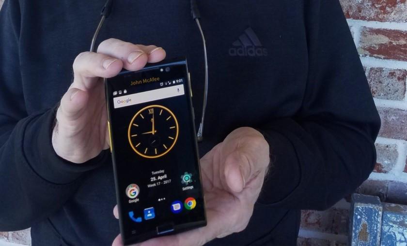 Smartphone siêu an toàn của ông chủ McAfee bị hack