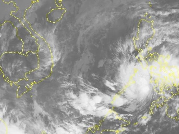 Áp thấp nhiệt đới tăng tốc vào Biển Đông