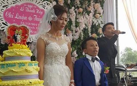Đám cưới cổ tích của chú rể Thanh Hóa thấp hơn vợ 50 cm