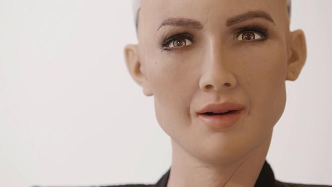 """Trò chuyện với Sophia - công dân robot từng nói """"tiêu diệt loài người"""""""