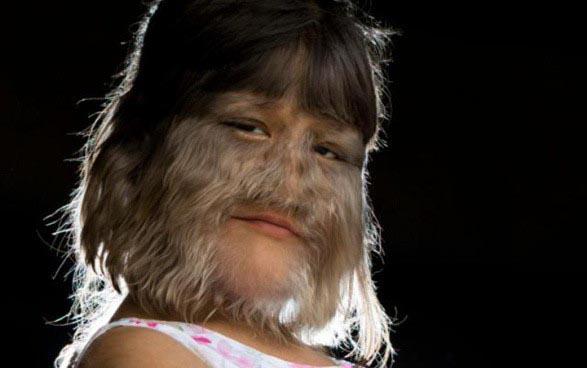 Cô gái người sói hé lộ diện mạo sau lớp lông lá