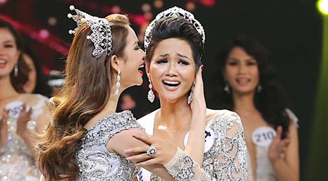 H'Hen Niê đăng quang Hoa hậu Hoàn vũ, Hoàng Thùy đoạt Á hậu 1