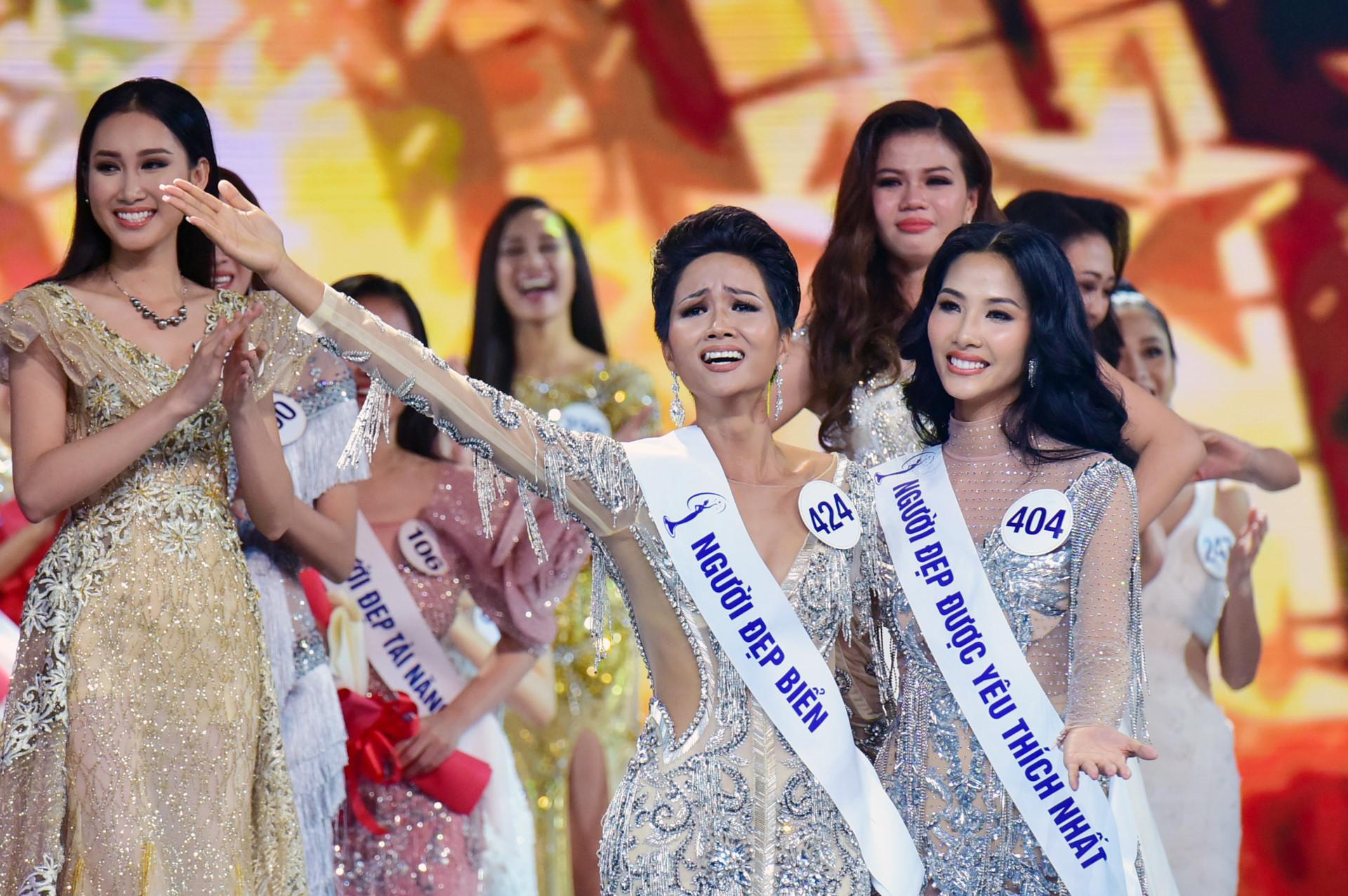 Nhan sắc tân Hoa hậu Hoàn vũ Việt Nam gây tranh cãi