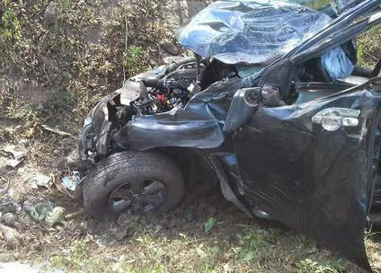 Xe bán tải lao vào gốc cây khi đi đám cưới, 1 người chết, 4 bị thương