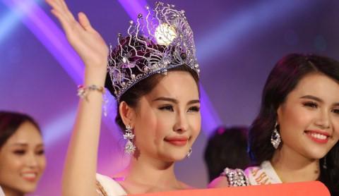 Ngân Anh: Quá bất ngờ trước đề nghị tước vương miện Hoa hậu Đại dương