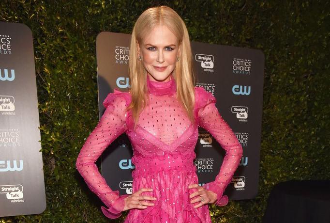 Nicole Kidman sến sẩm với váy hồng tại Critics' Choice Award 2018