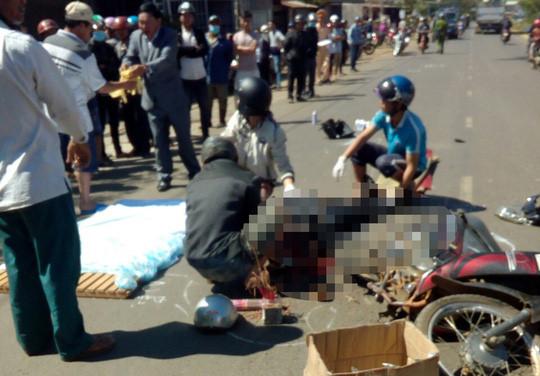 Vượt xe chở bauxite, người đàn ông 60 tuổi bị cán tử vong