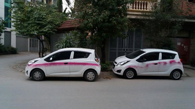 Công an điều tra vụ gần 10 ô tô bị xịt sơn bẩn trong đêm