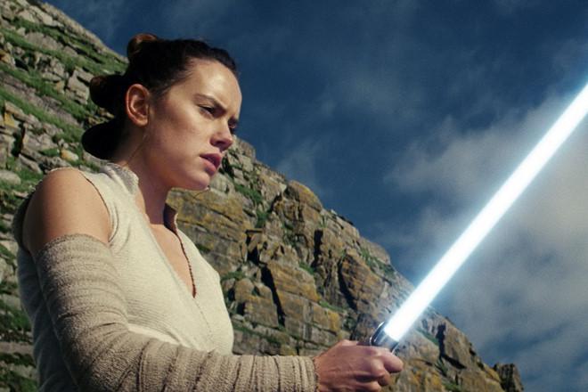 """""""Star Wars: The Last Jedi"""" trở thành phim có doanh thu cao nhất 2017"""