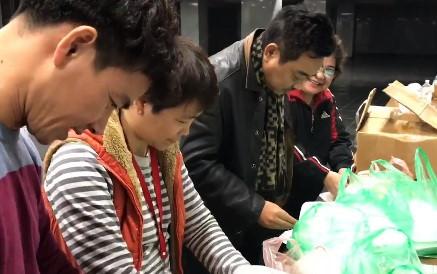 Nghệ sĩ Táo Quân ăn tối lúc khuya vì lịch tập bận rộn