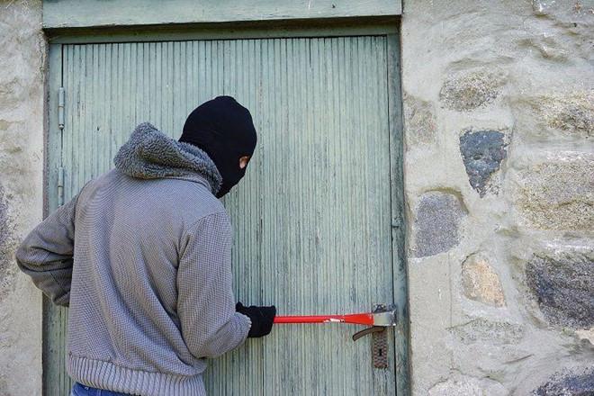 Trộm trả quà Noel, khuyên khổ chủ nên gửi tài sản vào ngân hàng