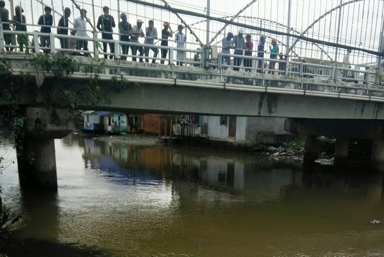Nhảy xuống sông trốn cảnh sát, một người mất tích