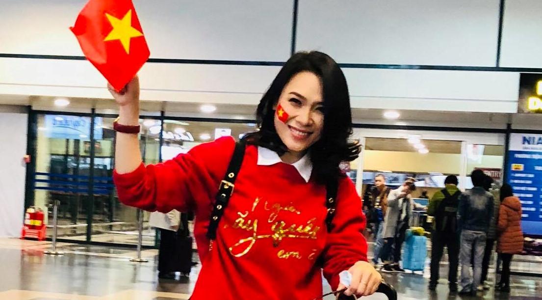 Mỹ Tâm đạp xe dọc cầu Rồng ăn mừng thành tích của U23 Việt Nam