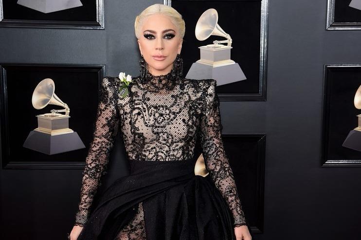 Dàn sao khoe sắc trên thảm đỏ Grammy 2018