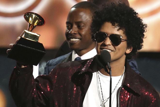 """Grammy 2018: Vượt qua """"Despacito"""", Bruno Mars giành thắng lợi vang dội"""
