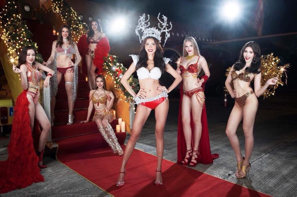 Vụ người mẫu mặc bikini đón U23 sẽ bị phê phán trong Táo Quân 2018?