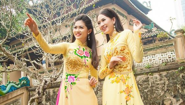 Hoa khôi Hương Giang cùng Á khôi Thạch Thảo khoe sắc xuân với áo dài Tommy Nguyễn