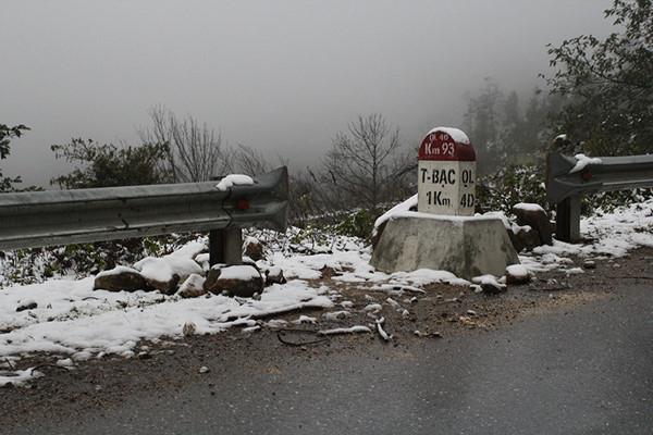 Tuyết phủ trắng thác Bạc, đèo Ô Quy Hồ