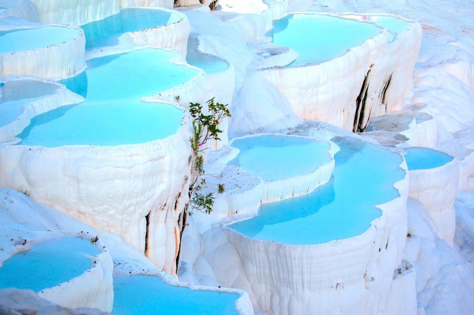 Những hồ nước nóng tuyệt đẹp khắp thế giới