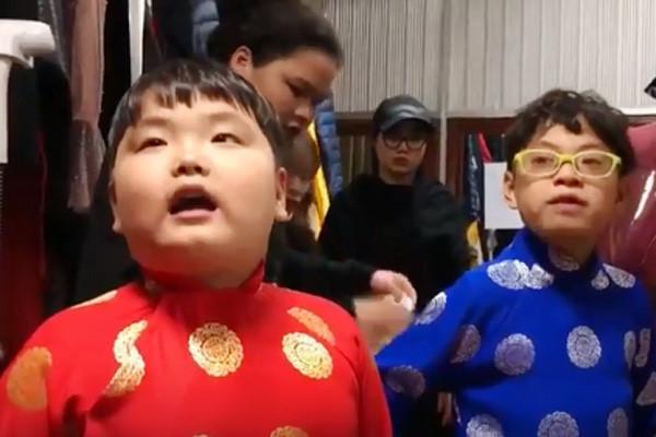 Xuân Bắc huấn luyện con trai Bi Béo diễn Táo Quân