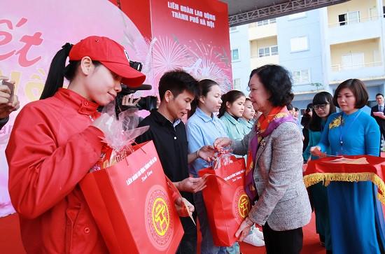 """Gần 1.000 công nhân tham dự """"Tết sum vầy"""" ở KCN Bắc Thăng Long"""