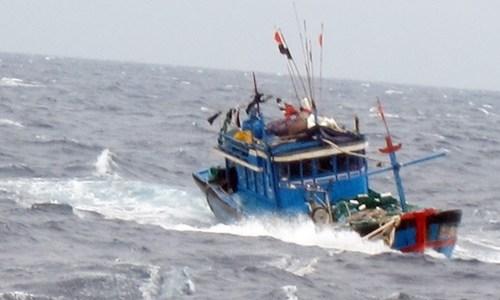 Phát hiện tàu cá không người lái trôi dạt trên vùng biển Nghệ An