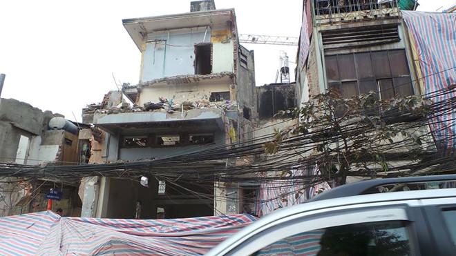 Công trình 3 tầng đổ sập, một người nguy kịch