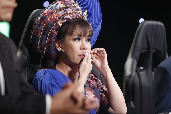 """Việt Hương khóc nức nở khi Lý Thanh Thảo diễn """"vượt cạn"""" một mình"""