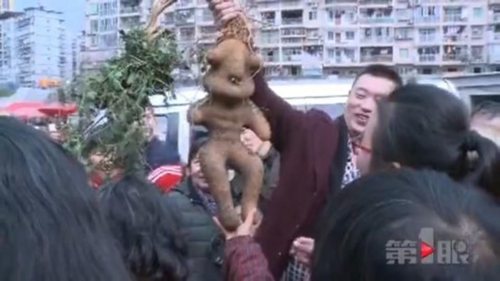 Củ khoai khổng lồ hình người gây xôn xao Trung Quốc