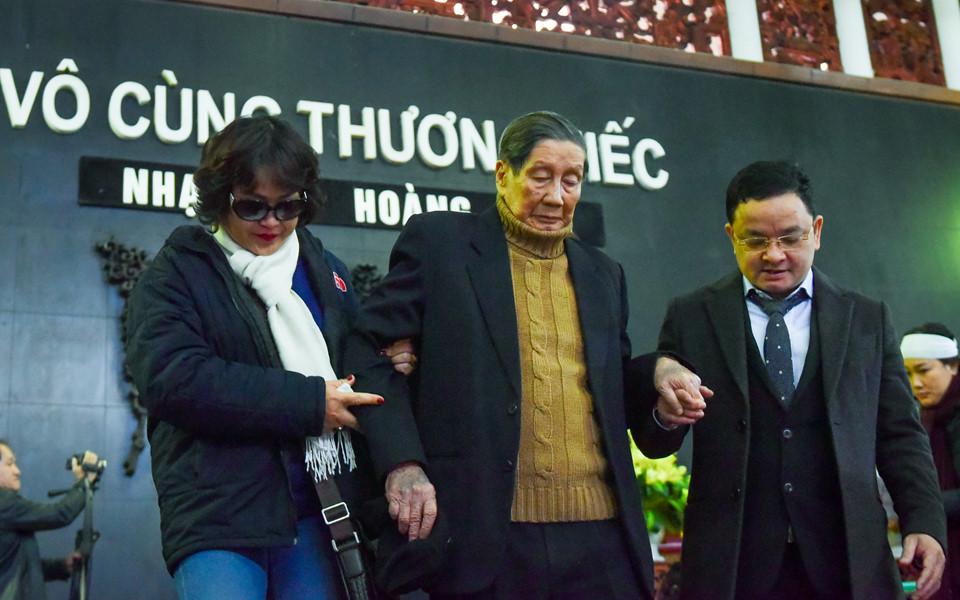 Gia đình, bè bạn tiễn đưa nhạc sĩ Hoàng Vân
