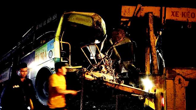 Ô tô khách đối đầu xe buýt, 1 người chết, 6 người bị thương