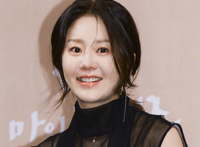 Minh tinh Hàn Quốc dùng máy nhắc chữ, đánh đạo diễn khi quay phim
