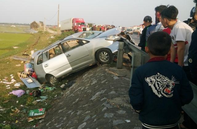 Thuê xe về quê dịp Tết, xế hộp gặp nạn 2 người chết