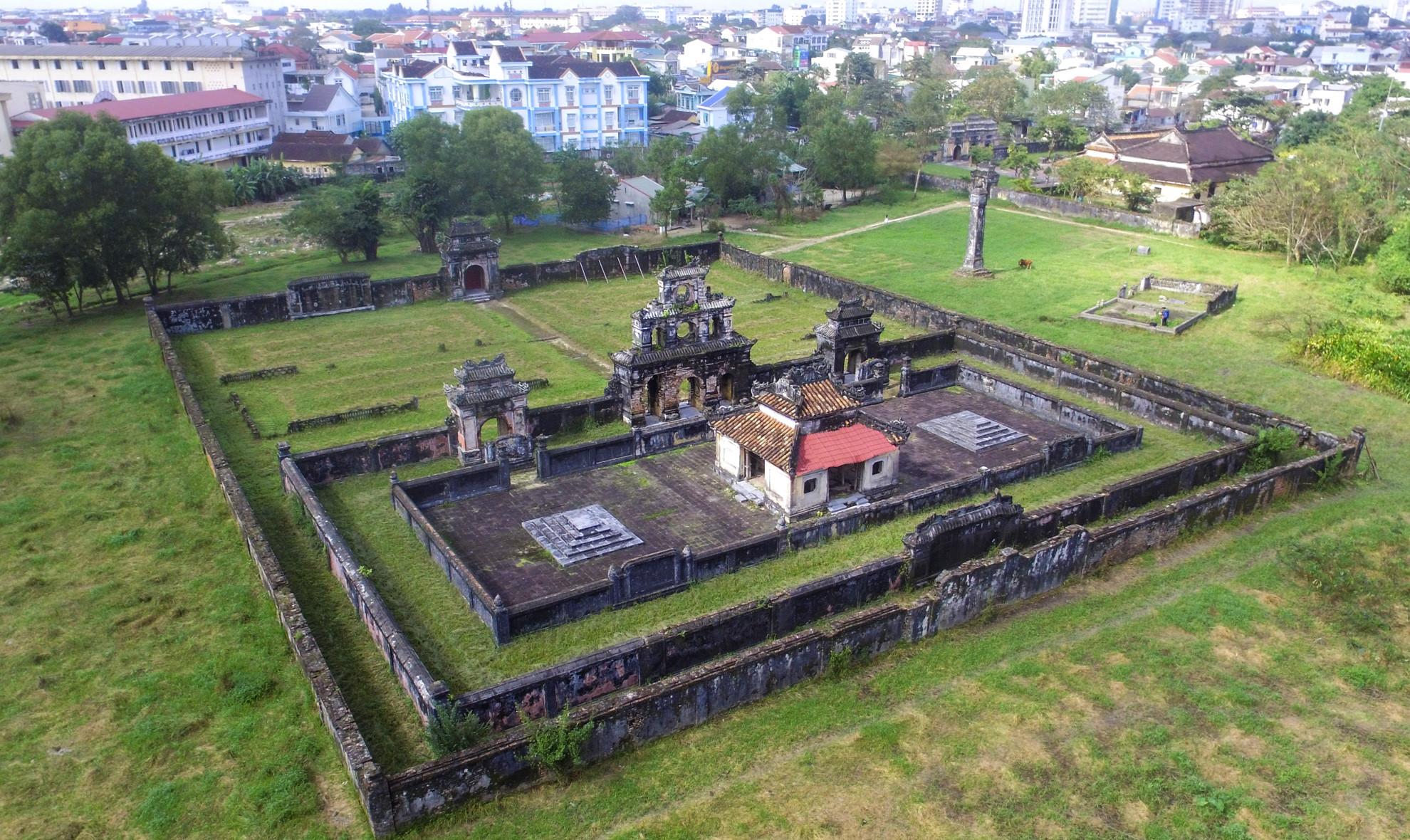 Khu lăng mộ chung của 3 vị vua triều Nguyễn