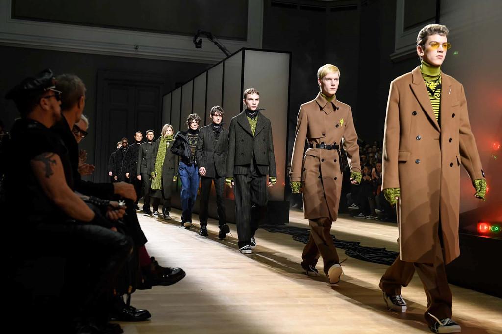 Trào lưu nào thống trị sàn diễn thời trang nam thu đông 2018?