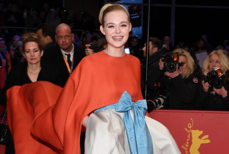 Elle Fanning ấn tượng với váy cồng kềnh trên thảm đỏ