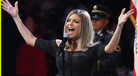 Giọng ca của Black Eyed Peas bị lên án vì màn hát quốc ca Mỹ thảm họa