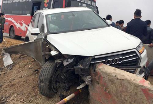 Xế sang Audi biến dạng sau va chạm liên hoàn trên cao tốc