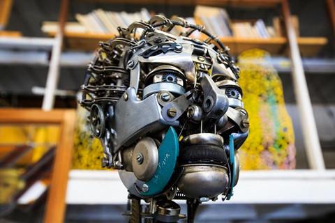 Người thổi hồn vào máy đánh chữ cũ