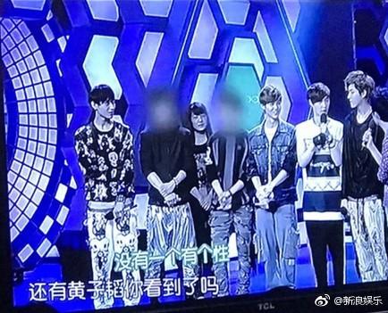 Đài truyền hình Trung Quốc gây bức xúc khi làm mờ mặt EXO