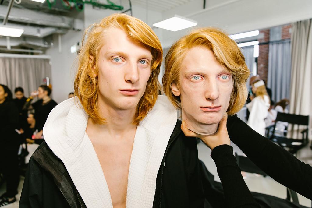 """Đầu người mẫu, """"người ngoài hình tinh"""" gây ấn tượng ở Milan, London"""