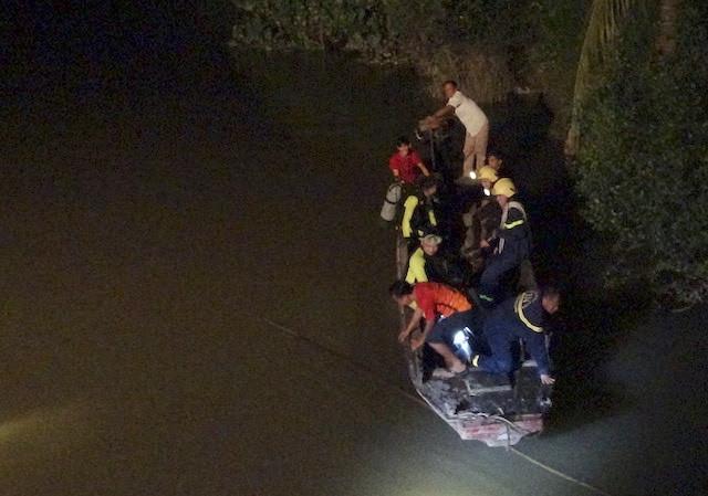 Hai chị em sinh đôi 12 tuổi chết đuối khi tắm sông