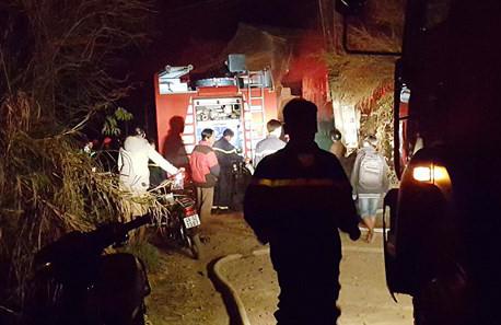 Cứu 5 trẻ em trong căn nhà cháy giữa đêm