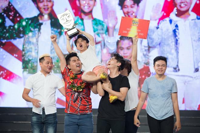Diễn viên hài cao 1,26 m và nhóm kịch đăng quang Cười xuyên Việt