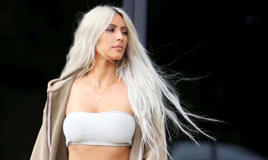 Khoe thân trong showbiz Mỹ: Kim Kardashian từng bị gọi là 'gái điếm'