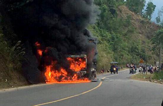 Xe khách Phương Trang cháy rụi, hơn 20 khách kịp thoát ra ngoài