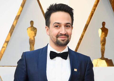 Sao Hollywood đeo huy hiệu cam, chống bạo lực súng đạn ở thảm đỏ Oscar